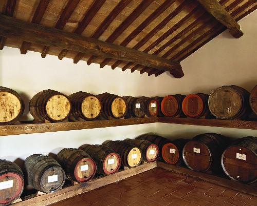 Vin-Santo-Lagerung in 'Caratelli' (Mini-Fässern), Toskana