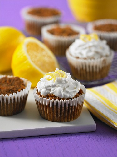 Carrot cupcakes with lemon cream