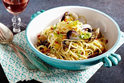 Spaghetti alle vongole (Nudeln mit Venusmuscheln, Italien)