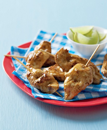 Chicken breast skewers with lime wedges