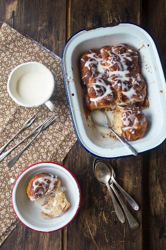 Cinnamon cake with white icing and vanilla sauce