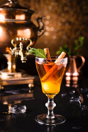 Alcohol-free, cold apple mulled wine with cinnamon sticks