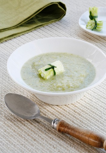 Lettuce and onion soup