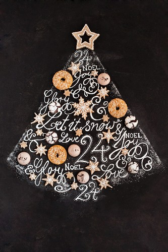 An original-looking Christmas tree made of gluten-free biscuits and writing