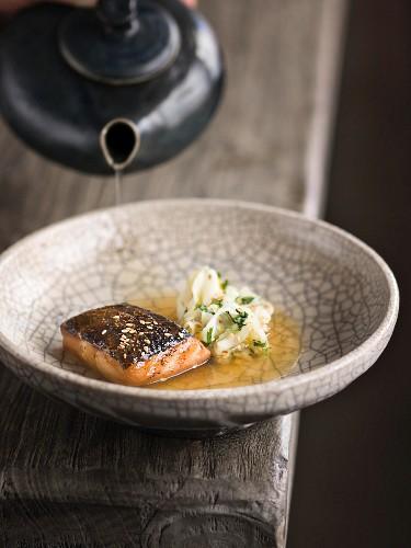 Kabeljau in Miso mariniert und geröstet, Fenchelsalat und Dashi-Brühe, Restaurant Urgestein, Koch Benjamin Peifer