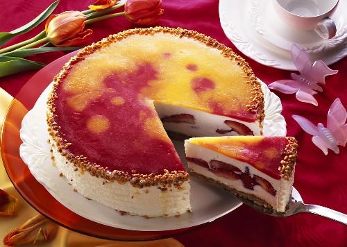 Strawberry cream gateau with praline sprinkles