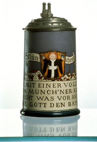 "Tankard with ""Munich child"" motif in stoneware from 1909"