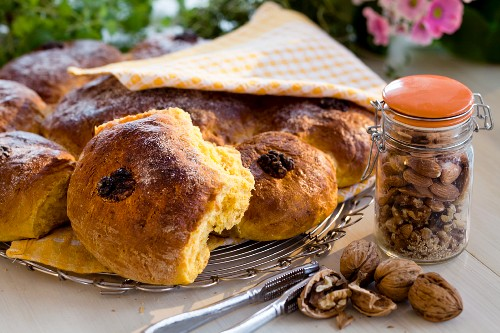 Carrot buns and walnuts