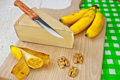Vacherin fribourgeois (semi-hard Swiss cheese), bananas and walnuts