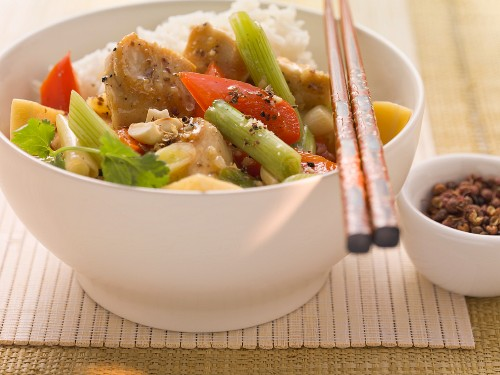 Stir-fried chicken with Sichuan pepper and vegetables