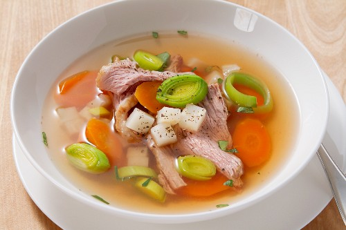 Beef stock with carrots, leek and meat