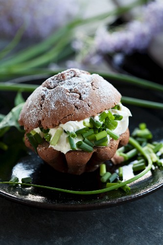 Wholemeal rolls with cream cheese and chives
