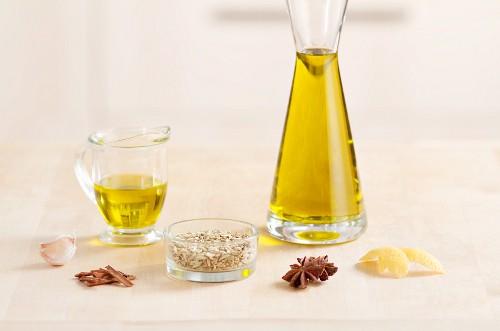Gewürze und Olivenöl