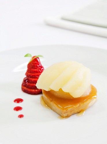 Pear tart with strawberries