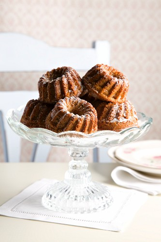 Mini Bundt cakes with honey