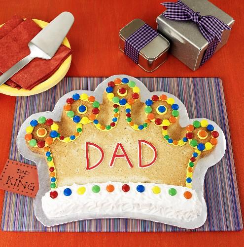 Kronenförmiger Kuchen zum Vatertag