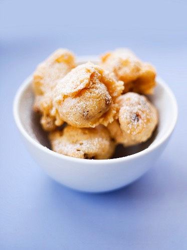 Deep-fried yeast pastries with raisins