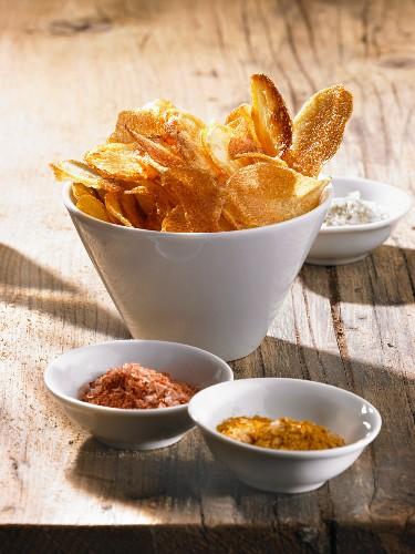 Potato chips with pepper salt, curry salt and celery salt