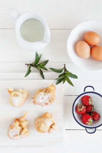 Erdbeer-Krapfen mit After-Eight-Minze-Sauce (Aufsicht)