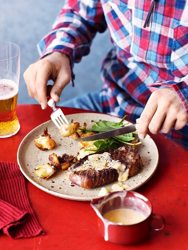 Seared steaks with Bernaise sauce
