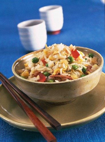 Egg fried rice with peas and ham (China)