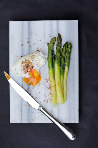 Poached egg with green asparagus