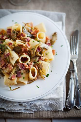 Rigatoni ai carciofi (pasta with artichokes, Italy)