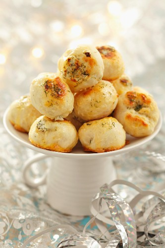 Mini rolls with herb cheese