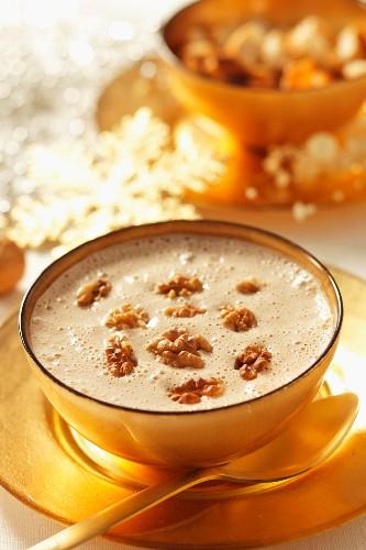 Walnusscremesuppe (weihnachtlich)