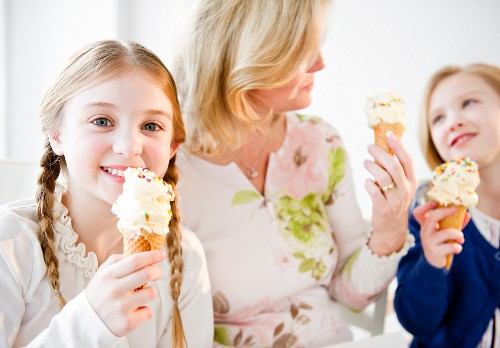 USA, Jersey City, New Jersey, mother and daughter (8-11) eating ice cream