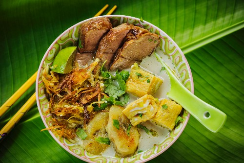 Indonesian ramen noodles with pork and banana