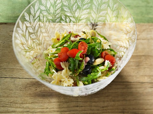 Pasta salad with rocket and tomato