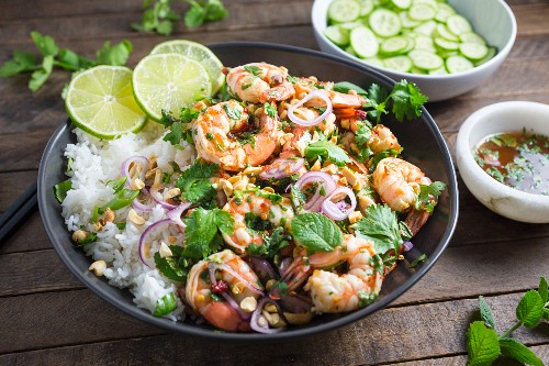 Prawns with rice, herbs, peanuts and lime