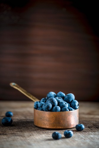Blueberries in a copper pan