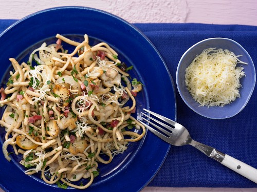 Parsley and cheese Spätzle (soft egg noodles) with ham and mushrooms