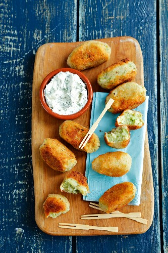 Potato and broccoli croquettes with herb and cream cheese dip
