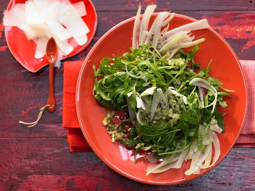 Rucolasalat mit Fenchel und Parmesan