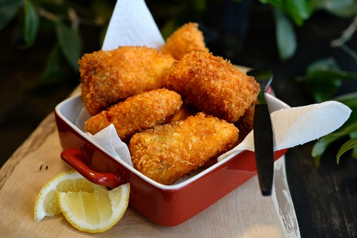 Deep fried salmon cubes in a panko breadcrumb coating