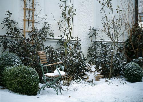stГјhle im schnee