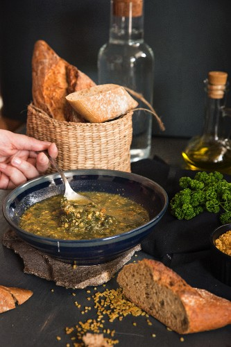 Vegetable soup with herbs and bread