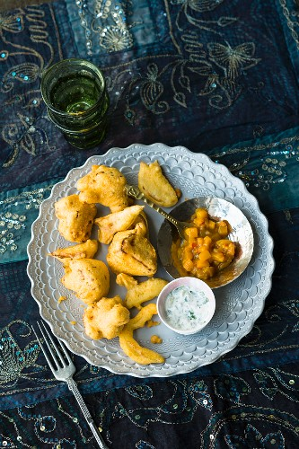 Pakoras with raita and a tamarind and date chutney (India)