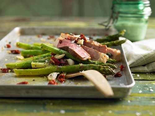 Veal tagliata with green asparagus