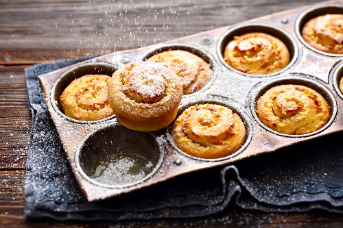 Small almond and marzipan cakes