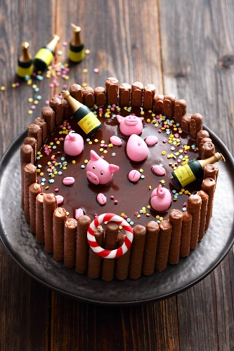 Chocolate 'Pig Pool Party' cake for New Year's Eve