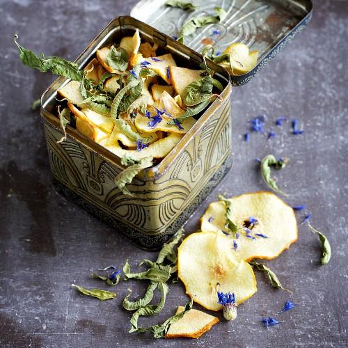Home-dried quince and lemon tea