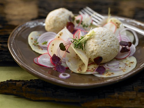 Spicy dumplings with a kohlrabi and radish salad