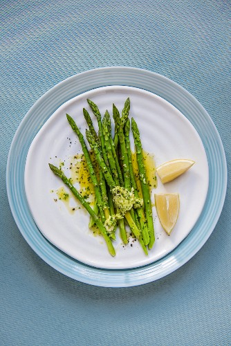 Green asparagus with garlic herb butter and lemon
