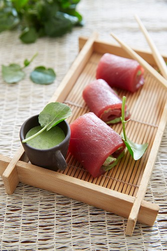 Tuna rolls with a watercress sauce