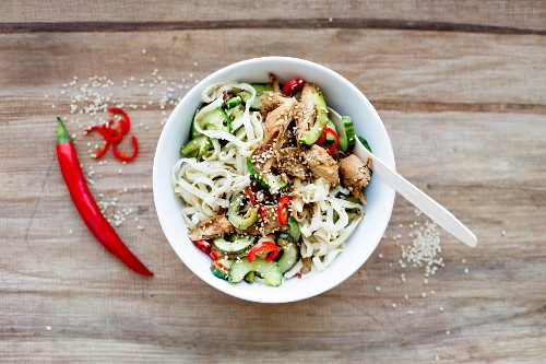 Rice noodles with soya and sesame chicken, cucumber and chilli (Asia)