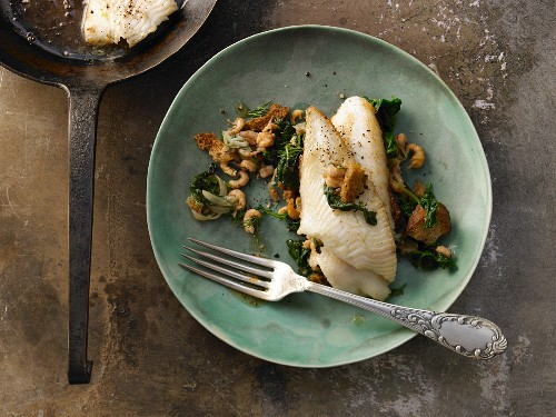 Fried plaice fillets with crab, spinach and croutons